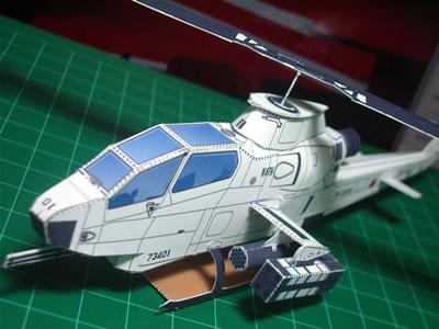 まずは「AH-1Sコブラ」を作ってみました。色は塗ってません。