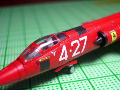05_ftoys144_f104starfighter_ferrari_front_up.jpg