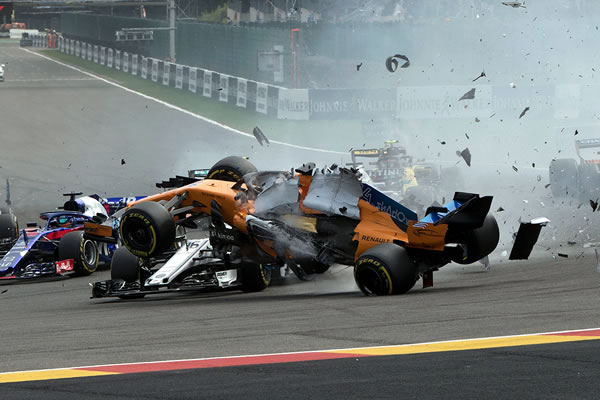 2018_rd13_belgian_gp_crash_04.jpg