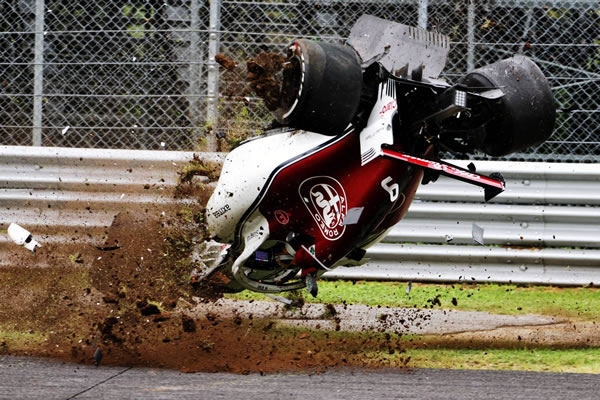 2018_rd14_italian_gp_crash_03.jpg