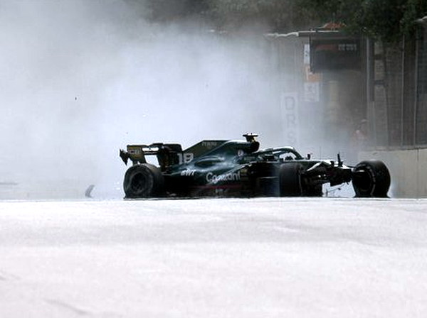 2021_rd_06_azerbaijan_gp_race_crash_str.JPG