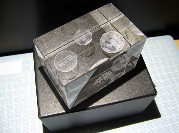 alfaromeo_paperweight_cube_05.jpg