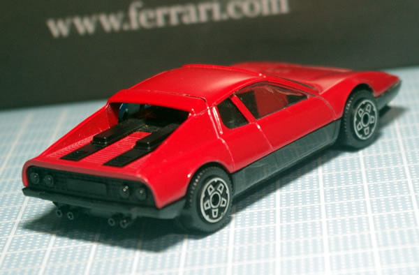 bburago_43_512bb_red_rear_01.jpg
