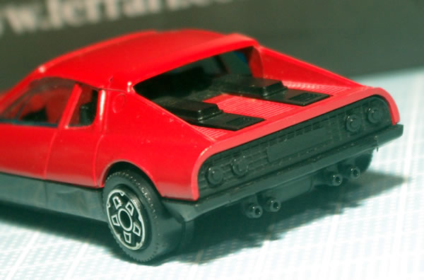 bburago_43_512bb_red_rear_02.jpg