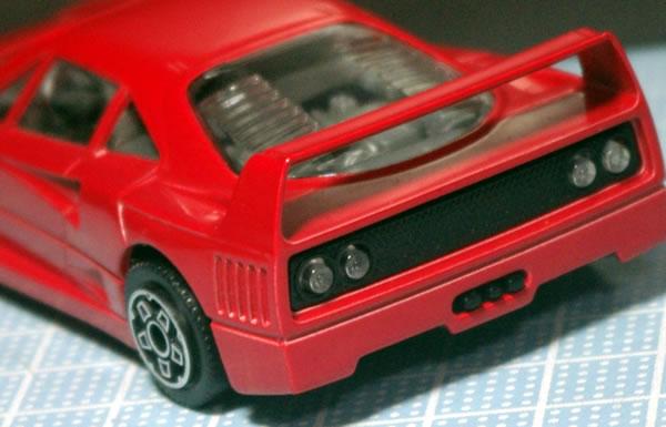 bburago_43_f40_red_rear_02.jpg