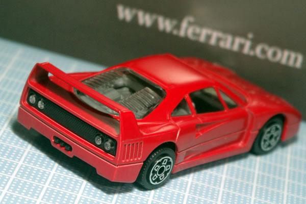 bburago_43_f40_red_rear_03.jpg