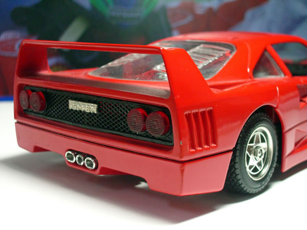 burago_24_f40_from_t_rear_up.jpg