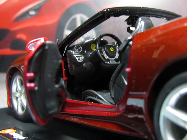 burago_24_ferrari_california_t_door_open_03.jpg