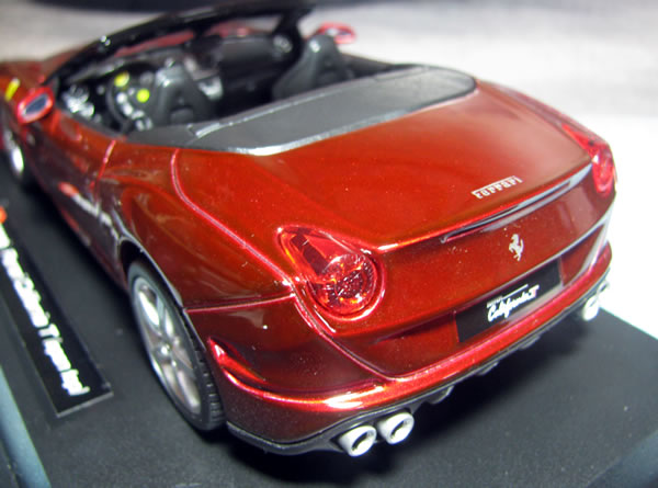 burago_24_ferrari_california_t_door_open_rear_01.jpg