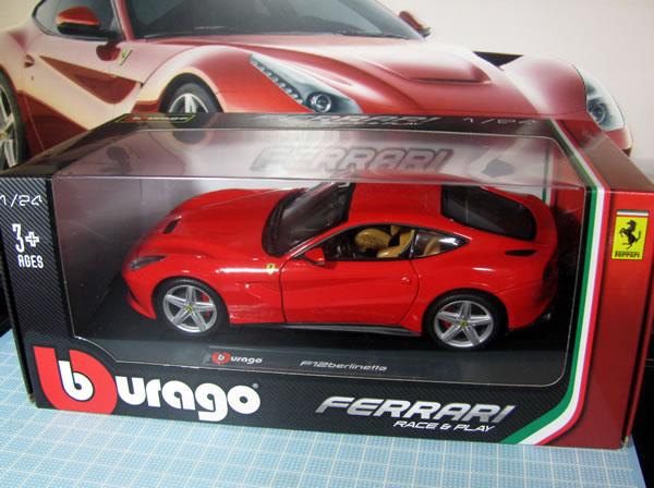 burago_24_ferrari_f12_box_01.jpg