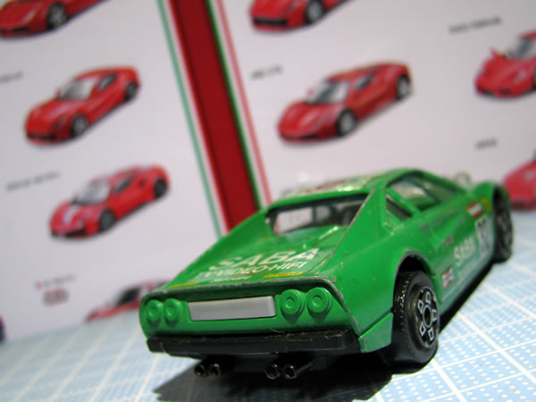 burago_43_308gtb_saba_32_green_rear.jpg