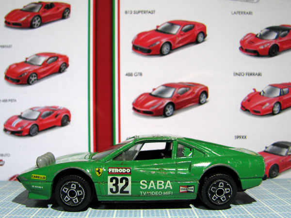 burago_43_308gtb_saba_32_green_side.jpg