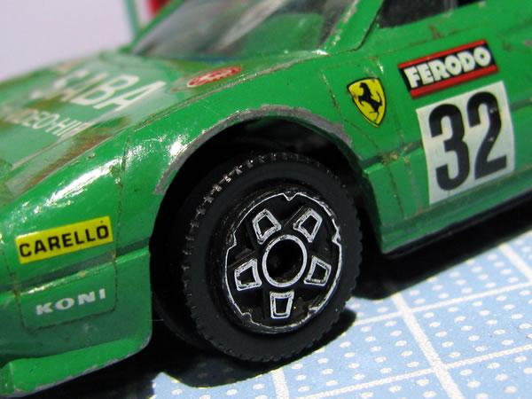 burago_43_308gtb_saba_32_green_tire.jpg
