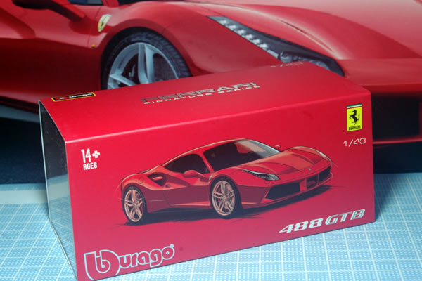 burago_sig_43_ferrari_488gtb_red_pack_02.jpg