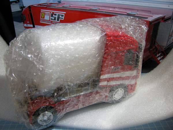 ferrari_truck_ebay_box_04.jpg