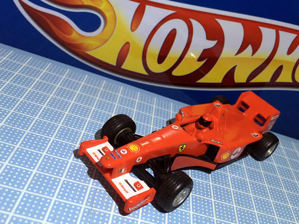 hotwheel_43_pullback_f2004_wh1_front.jpg
