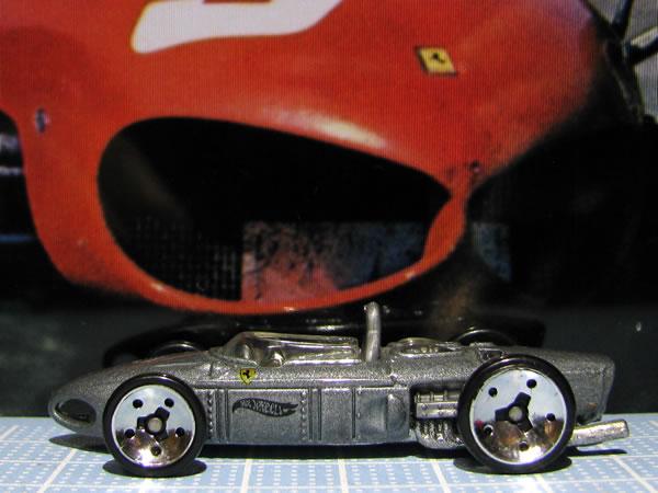 hotwheels_156f1_silver_side_01.jpg