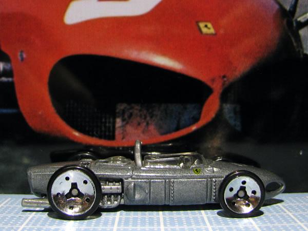hotwheels_156f1_silver_side_02.jpg