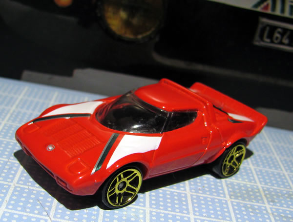 hotwheels_64_stratos_red_front_02.jpg