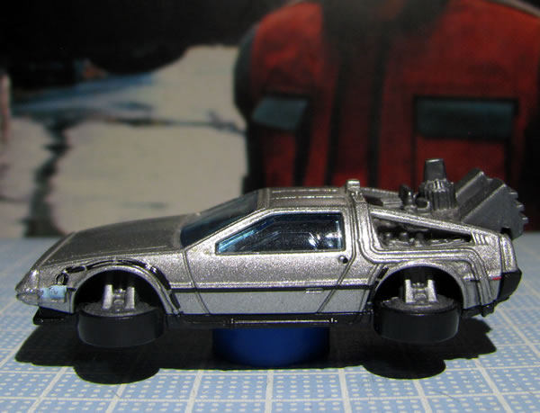 hotwheels_delorean_bttf2_hovermode_side.jpg