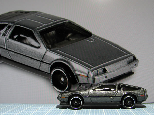 hotwheels_delorean_factory_fresh_side.jpg