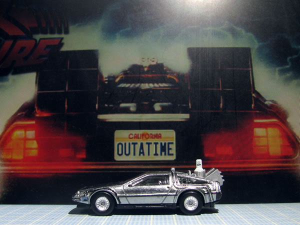 hotwheels_retro_delorean_bttf2_side.jpg
