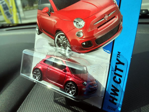 hw_fiat500_red_package.jpg