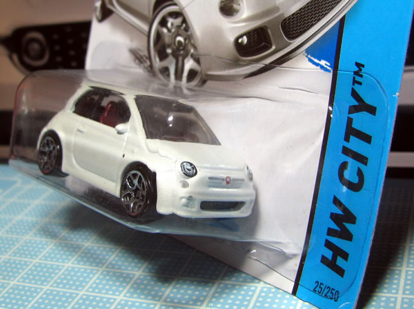 hw_fiat500_white_package_02.jpg