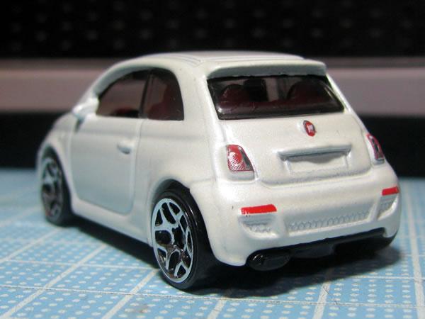 hw_fiat500_white_rear.jpg