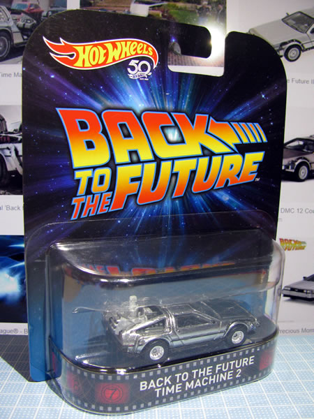 hw_retro_delorean_bttf2_package_01.jpg