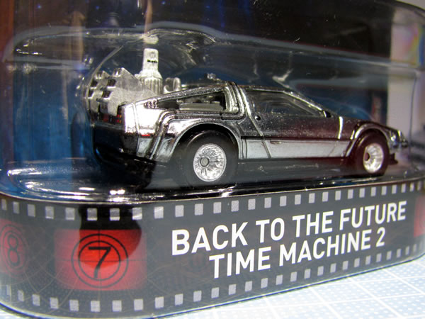 hw_retro_delorean_bttf2_package_03.jpg