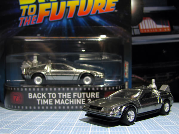 hw_retro_delorean_bttf2_package_05.jpg