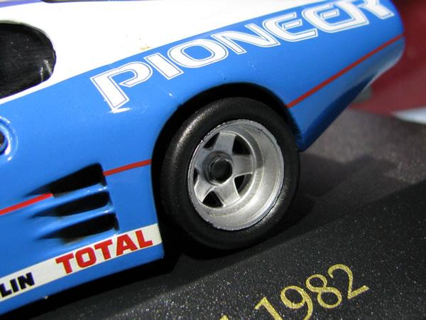 ixo_43_512bb_lm_1982_no71_pioneer_tyre.jpg