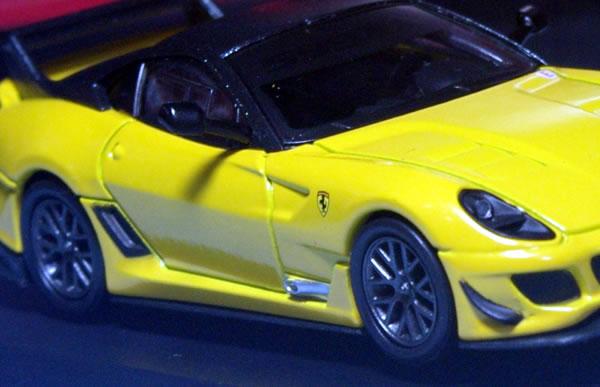 kyosho_ferrari_12_599evo_yellow_up.jpg