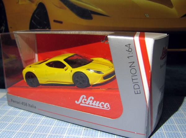 schuco_64_ferrari_458italia_yellow_01.jpg