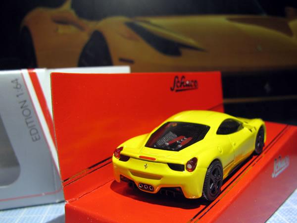 schuco_64_ferrari_458italia_yellow_04.jpg