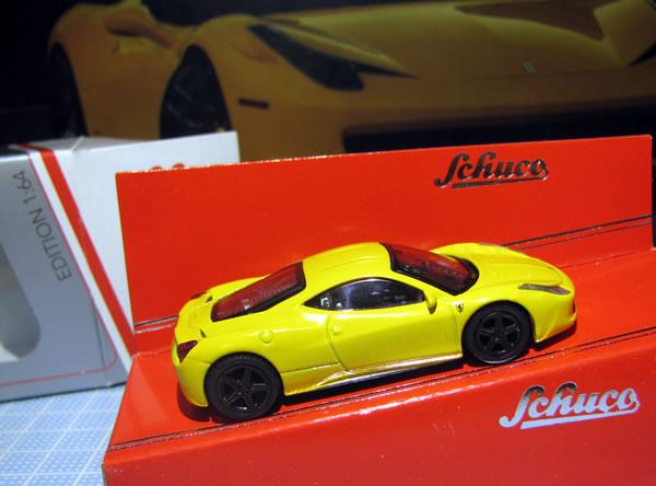 schuco_64_ferrari_458italia_yellow_05.jpg