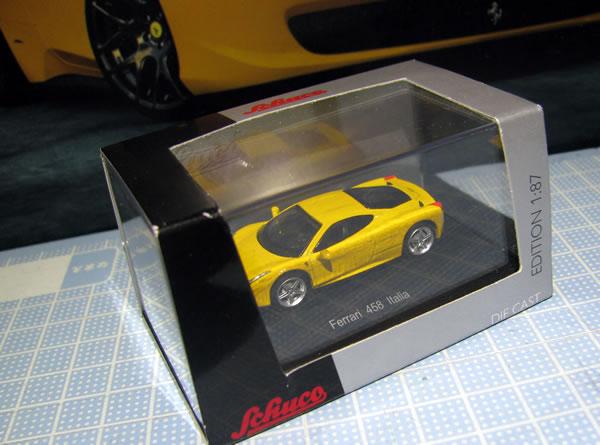 schuco_87_ferrari_458italia_yellow_01.jpg