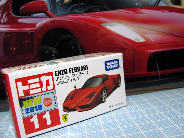 tomica_11_enzo_red_01.jpg