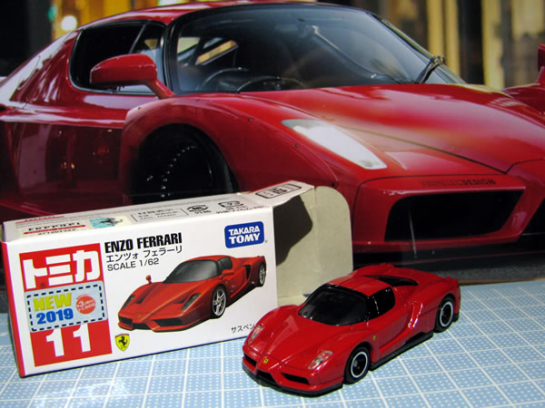 tomica_11_enzo_red_02.jpg