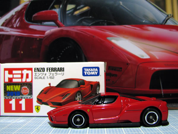 tomica_11_enzo_red_05.jpg