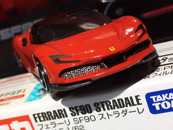 tomica_120_sf90st_red_front_up.jpg