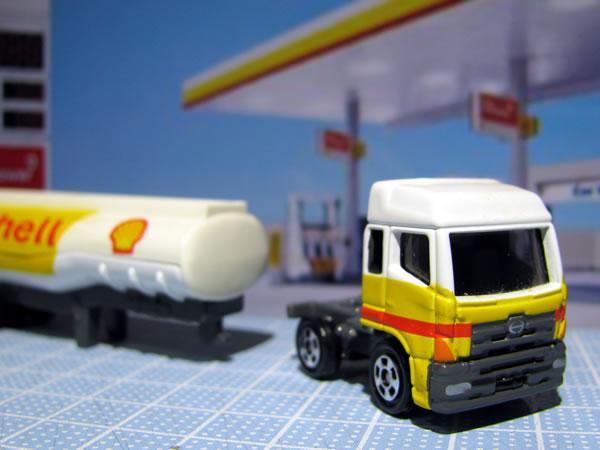 tomica_2009_shell_tanker_04.jpg