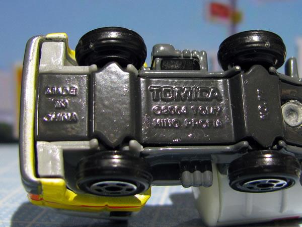 tomica_2009_shell_tanker_ura.jpg