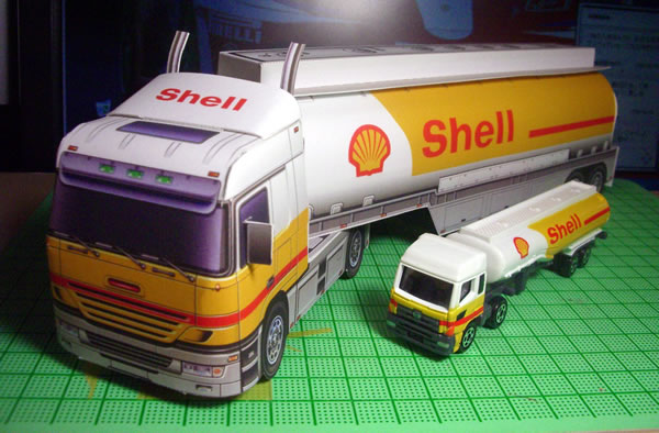 tomica_2009_shell_tanker_with_papercraft_front.jpg