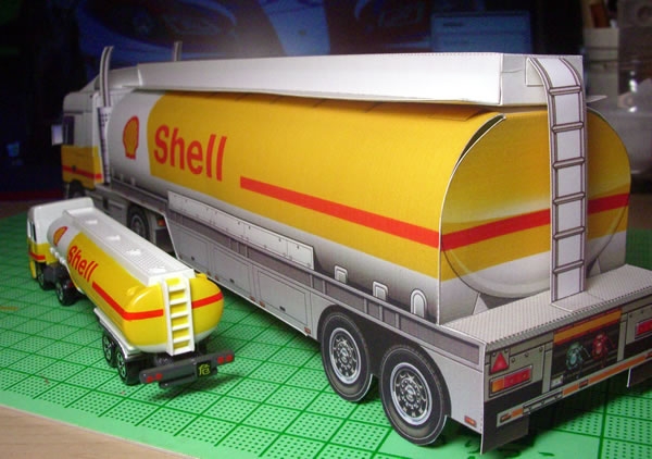 tomica_2009_shell_tanker_with_papercraft_rear.jpg