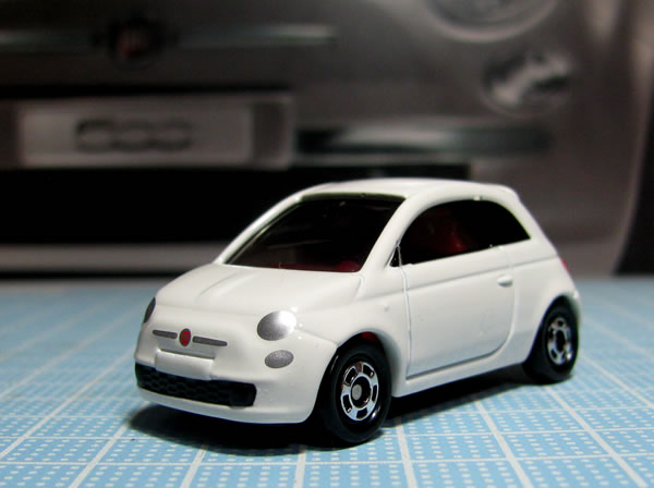 tomica_59_90_fiat500_white_front.jpg
