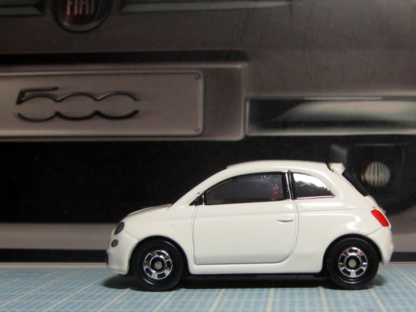 tomica_59_90_fiat500_white_side.jpg