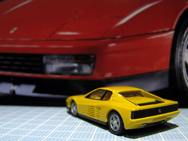 tomica_61_testarossa_2018yellow_rear.jpg