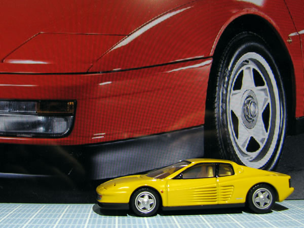 tomica_61_testarossa_2018yellow_side.jpg